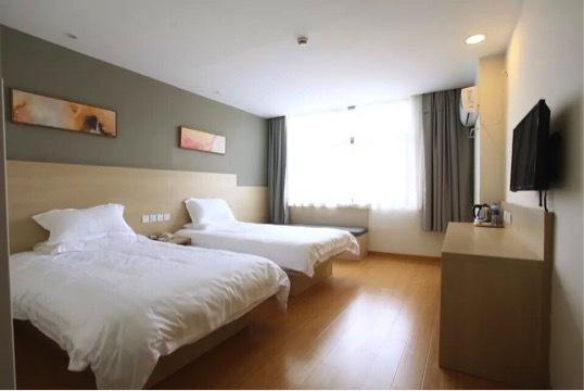 华住集团:王旭东任海友酒店首位COO打造平价酒店帝国 布局迪士尼