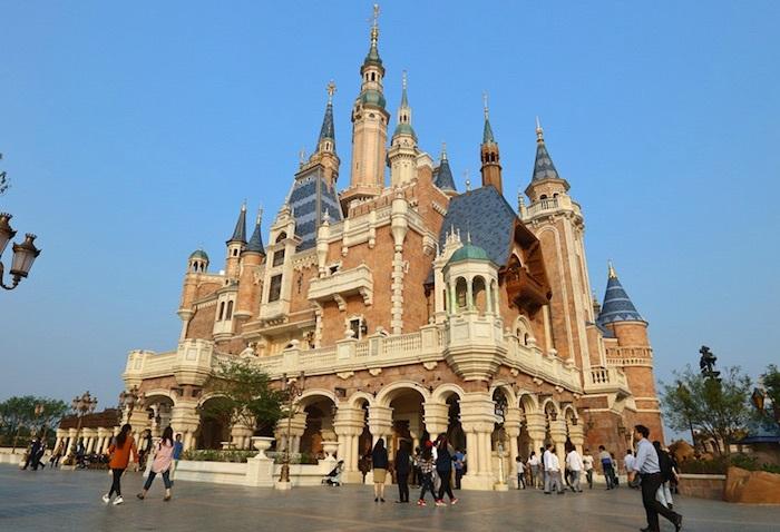 面对迪士尼 中国主题公园的反思
