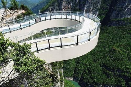 53个景区共67座 中国景区为何热衷于建玻璃栈道