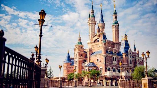 """上海迪士尼门票市场乱象:代理商""""跑路""""游客被骗"""