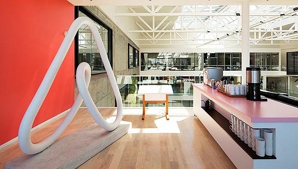 Airbnb联合创始人独家解读在华新战略:招人、扩张、出境游