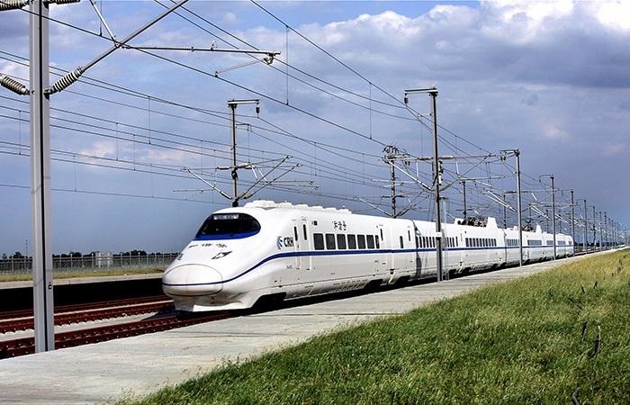"""火车上能设""""儿童车厢""""吗?铁总回应了 网友吵翻了"""